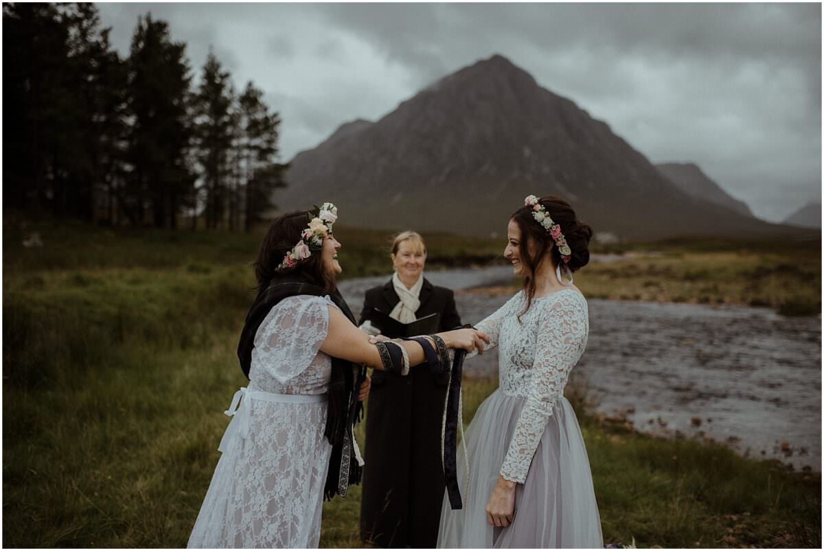 Handfasting ceremony in Scotland - Scottish highlands elopement photographer