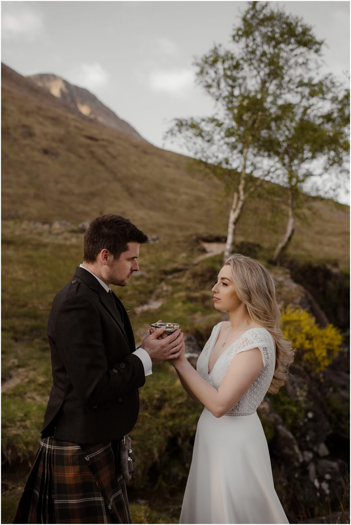 The Quaich ceremony in Scotland - Scotland elopement photographer